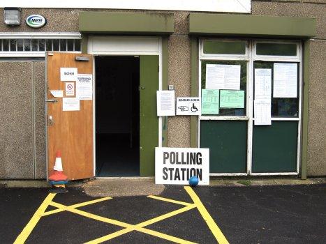 RE: Kiezen voor rechts. De verslaglegging van Nederlandse media over de Britse verkiezingen