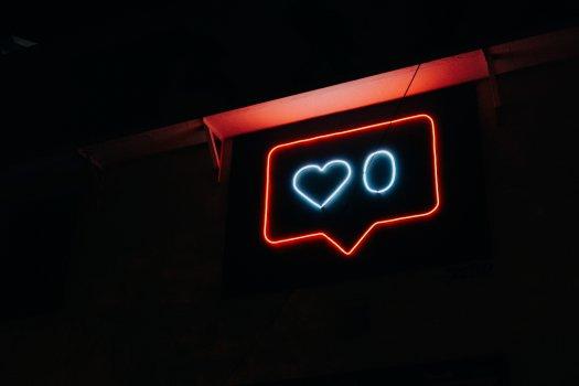 Waarom etaleren we onze trots op sociale media?