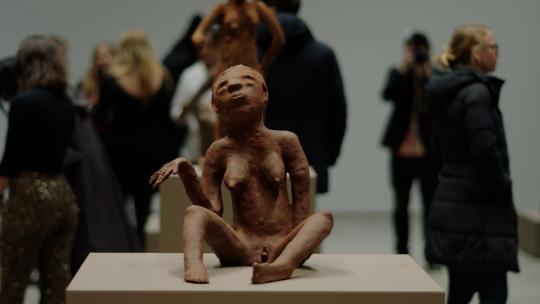 Gaat het Renzo Martens lukken de kapitaalstroom in de kunstwereld eerlijker te verdelen? 2