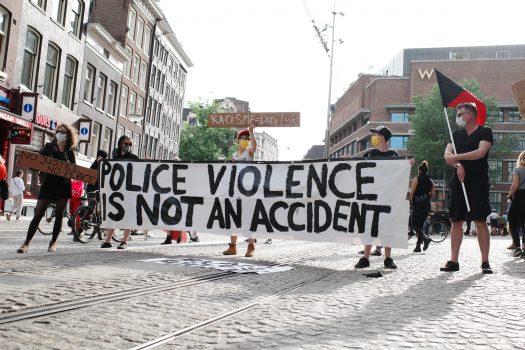 Hard//talk: 'Black Lives Matter' betekent óók in Nederland politiegeweld tegengaan