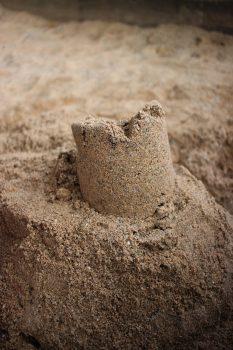 hoofstuk Leonieke Baerwaldt Bouw zandkastelen debuutroman schrijven zand
